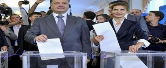 الأوكرانيون يدلون بأصواتهم لإختيار رئيس جديد لإنقاذ البلاد
