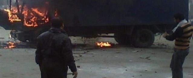 الإخوان يحرقون سيارة أمن مركزي بالإسكندرية.. والأمن يضبط 10 من أنصار مرسي