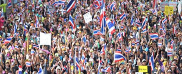 المحتجون في تايلاند يتحركون للإطاحة بالحكومة المؤقتة