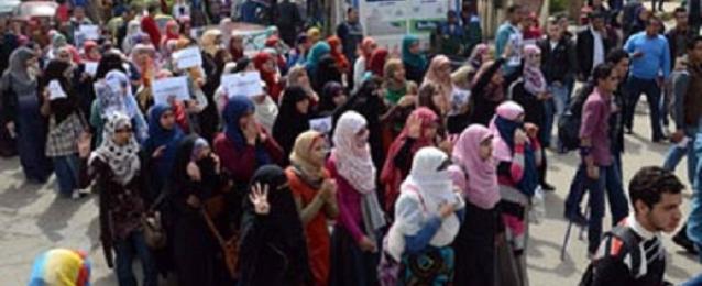 طلاب الاخوان يتظاهرون للافراج عن زملائهم بجامعة عين شمس