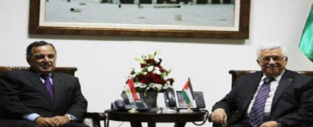 فهمي يلتقي عباس في لندن ويجدد دعم مصر الكامل للموقف الفلسطيني