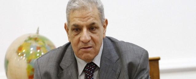 محلب يؤكد اهتمام الحكومة بتهيئة المناخ الاستثماري في مصر