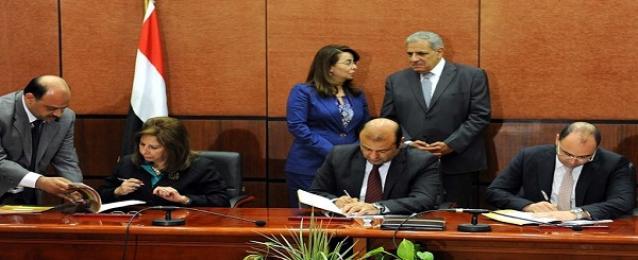 محلب يشهد توقيع اتفاقيتين لتطوير المخابز و التوسع في المنافذ المتنقلة