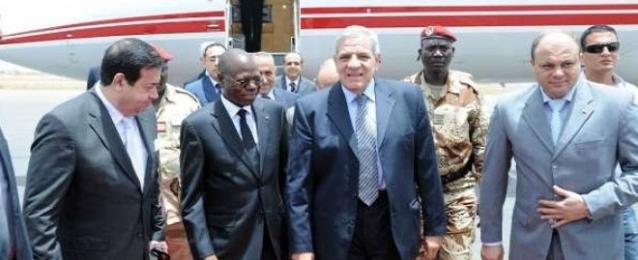 محلب يشدد على أهمية استعادة مصر ريادتها الافريقية