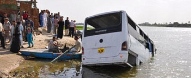 مصرع وإصابة 11 شخصا اثر إنقلاب سيارة ميكروباص بشبين القناطر