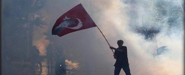 مقتل شاب رميا برصاص الشرطة التركية في تظاهرة باسطبنول