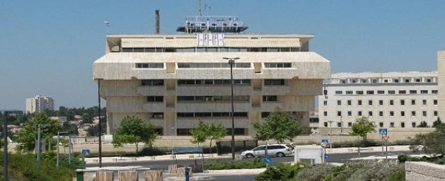 هاآرتس : إجراءات عقابية إسرائيلية ضد السلطة الفلسطينية ردا على انهيار المحادثات