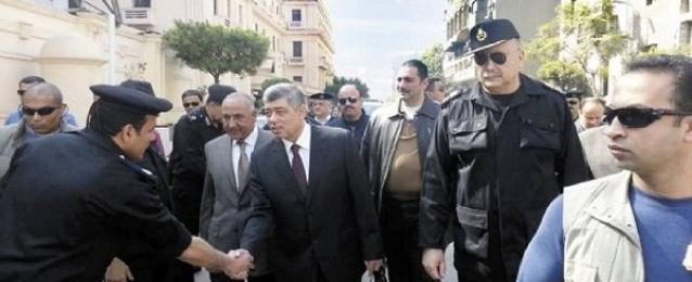 وزير الداخلية يفتتح أعمال التطوير والتحديث لمجمع تراخيص الأميرية