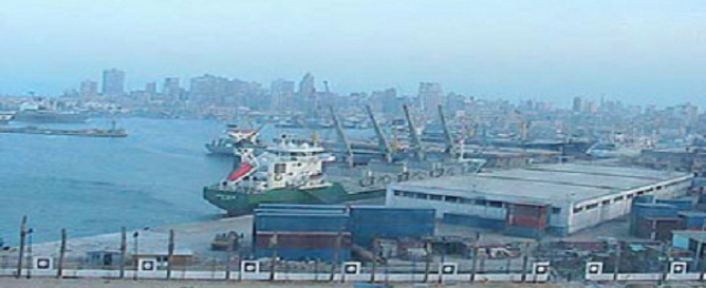 وصول 6500 طن بوتاجاز لميناء السويس.. وخلو المعتمرين من كورونا