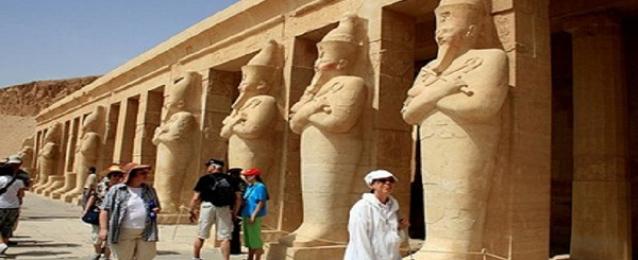 الإحصاء : 9ر21 % تراجعا فى عدد السائحين القادمين إلى مصر خلال أبريل الماضي