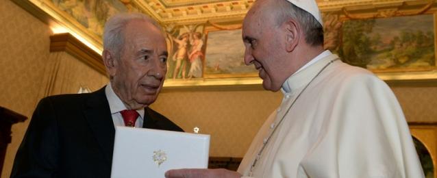 بيريز يتوجه إلى الفاتيكان للمشاركة في صلاة السلام