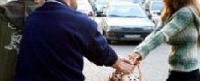 الشرطة تنقذ شابًا تحرش بفتيات قبل أن يفتك به الأهالي داخل محل بالمنوفية