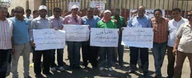 تواصل اعتصام النقابيين والعمال بشركة السويس للنترات