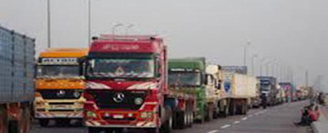 توقف حركة الشاحنات بين مصر وليبيا لإضطرابات بمنفذ مساعد الليبي