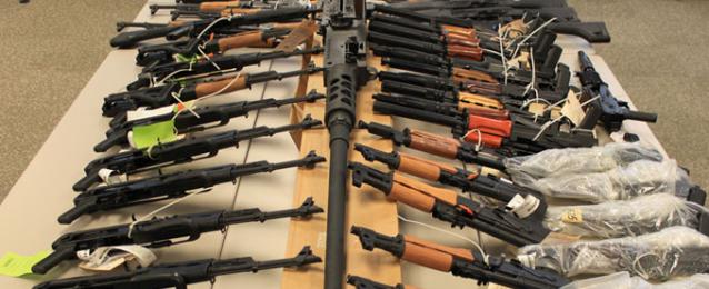 الداخلية تضبط 261 قطعة سلاح وورشة للتصنيع وتعيد سيارات مسروقة