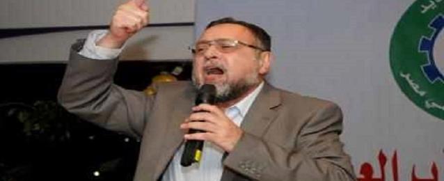 سلطات امن مطار القاهرة تمنع مجدى حسين من السفر