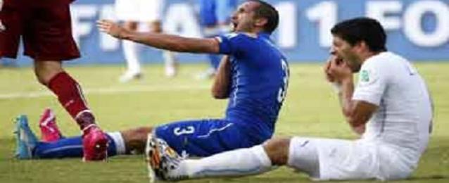 سواريز قد يتعرض للطرد من المونديال والايقاف 24 مباراة دولية