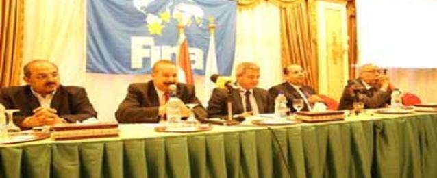 عبد العزيز يؤكد دعم الوزارة لاتحاد السباحة لتحقيق انجازات قريبا