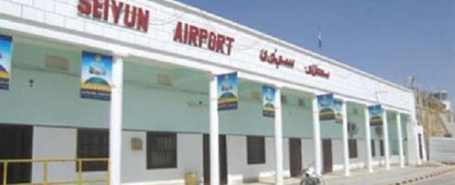 مسلحون من القاعدة يقتحمون مطار سيئون بجنوب شرق اليمن