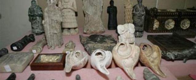 وزير الآثار يعود من ألمانيا بعد استرداد 24 قطعة أثرية