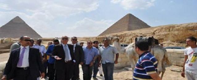 وزير الاثار يتابع الاعمال الجارية فى كل من الهرم ومتحف المنيل