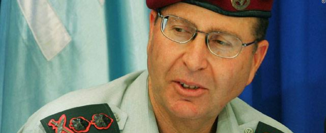 """وزير الدفاع الاسرائيلي يطالب """"أبو مازن"""" بنزع سلاح حماس في غزة"""
