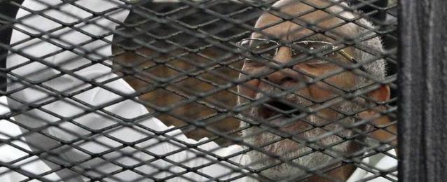 """تأجيل محاكمة بديع و 50 من قيادات الإخوان في قضية """"غرفة عمليات رابعة"""" إلى 11 أكتوبر"""