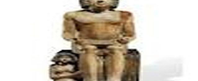 """آثريون مصريون يطلقون حملة لوقف بيع تمثال الكاتب""""سخم كا"""" فى المزاد بلندن"""