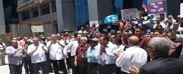 اضراب موظفي الفرع الرئيسي للبنك الأهلي عن العمل للمطالبة بترقيات