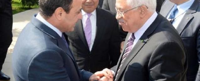 الرئيس عباس يتوجه غداً الى القاهرة للقاء السيسي