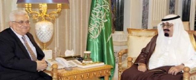 العاهل السعودي يبحث مع الرئيس الفلسطيني الأوضاع في غزة