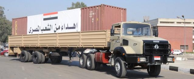 15 شاحنة مساعدات مصرية تتوجه الى غزة بتوجيهات من السيسى