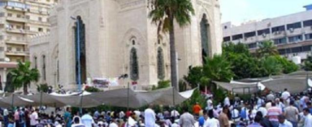 الملايين يؤدون صلاة العيد بالمساجد والساحات