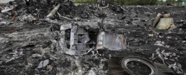 فرق الإنقاذ بأوكرانيا تعثر على 251 جثة في موقع تحطم الطائرة الماليزية