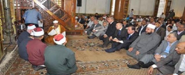 محافظ أسيوط يؤدي صلاة العيد وسط المواطنين بمسجد المعهد الديني