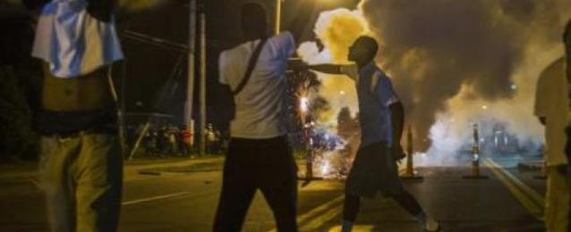 إطلاق نار كثيف على الشرطة خلال احتجاجات في فيرجسون