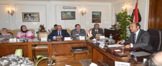 """التموين: تطوير شركة السكر وإعادة تشغيل """"مصر للالبان"""""""
