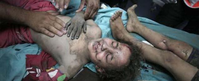 استشهاد 5 من عائلة واحدة بينهم طفلان في غارة إسرائيلية على منزل وسط قطاع غزة