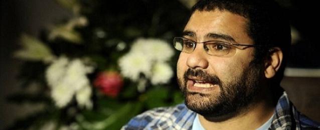 الداخلية تسمح لعلاء عبدالفتاح وشقيقته بحضور مراسم دفن والدهما
