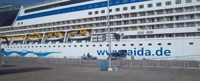 """وصول السفينة"""" عايده """" لاجلاء المصريين العالقين على الحدود التونسية – الليبية"""