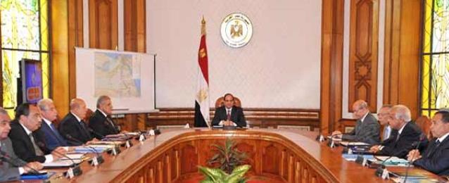 السيسى يستعرض مع رئيس الوزراء والمحافظين المختصين ترسيم المحافظات