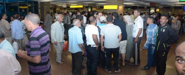 الحكومة تنفي تحميل العائدين من ليبيا قيمة تذاكر السفر