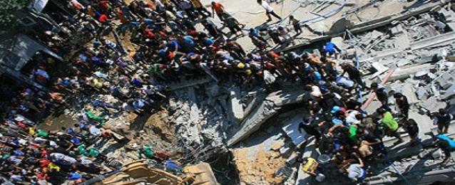 انتشال جثة ابنة الضيف من تحت انقاض المنزل الذي قصفته اسرائيل قبل يومين