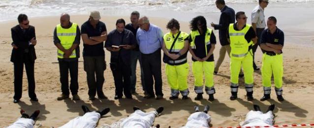 خفر سواحل ليبيا: انتشال جثث 170 مهاجرا غير شرعي قبالة سواحل البلاد