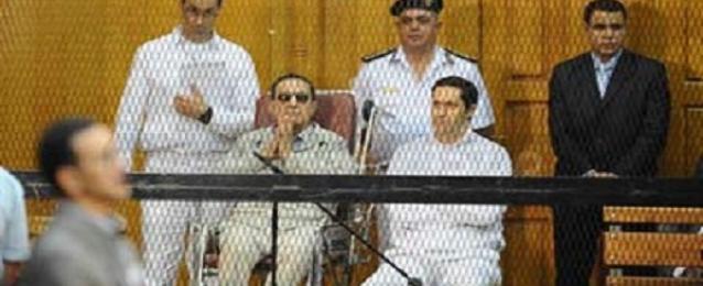 """تأخر وصول مبارك لـ""""محاكمة القرن"""" بسبب سوء الأحوال الجوية"""