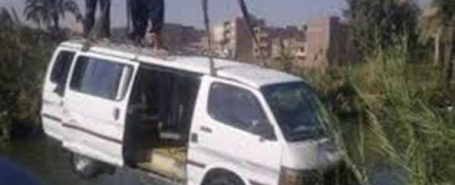 مقتل 19 أشخاص وإصابة 9 إثر سقوط سيارتين ميكروباص في ترعة بالأقصر