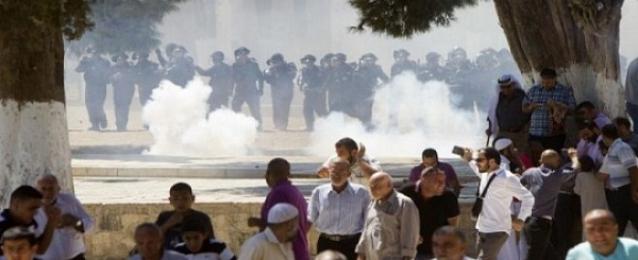 """شرطة إسرائيل تقتحم """"الأقصى"""" وتهاجم المصلين بقنابل صوت ورصاص مطاطى"""