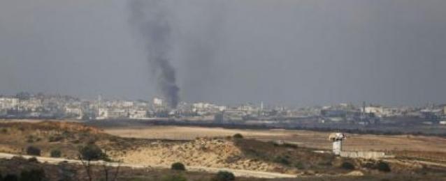 غارات إسرائيلية على غزة تقتل فلسطينيين اثنين وتصيب 20