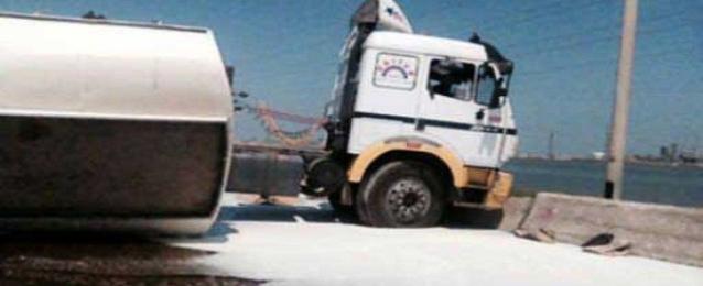 غلق الطريق الدولي الساحلي ببورسعيد إثر انقلاب سيارة زيوت