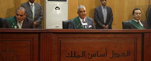 بدء جلسة محاكمة مبارك ونجليه في قضية قتل المتظاهرين وتصدير الغاز لإسرائيل